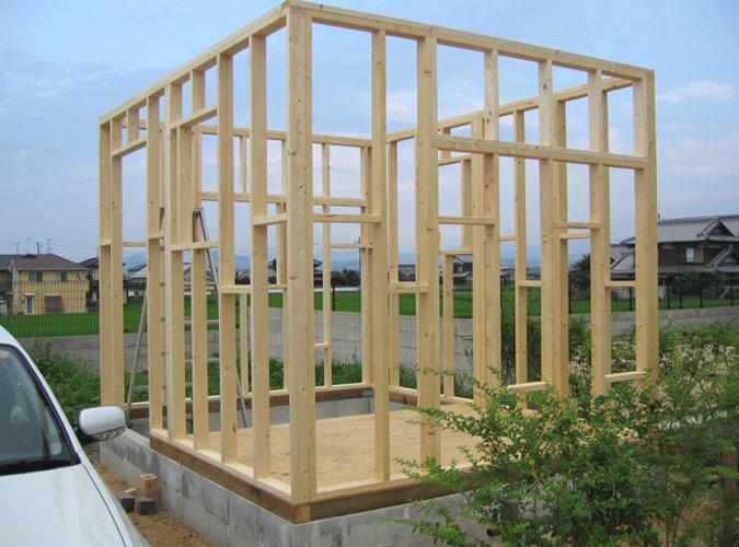 「DIYで木造物置製作4」柱・壁を立てる編