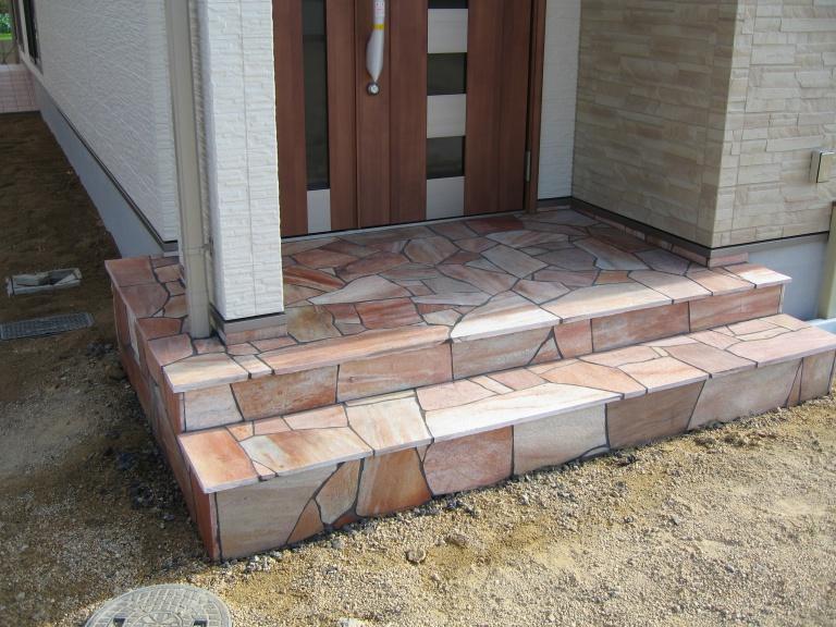 「住宅コラム」玄関ポーチはタイル?石貼り?